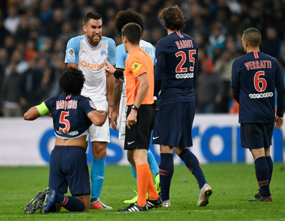 "OM-PSG: quand le football s'inspire du basket et ses ""blocks"""