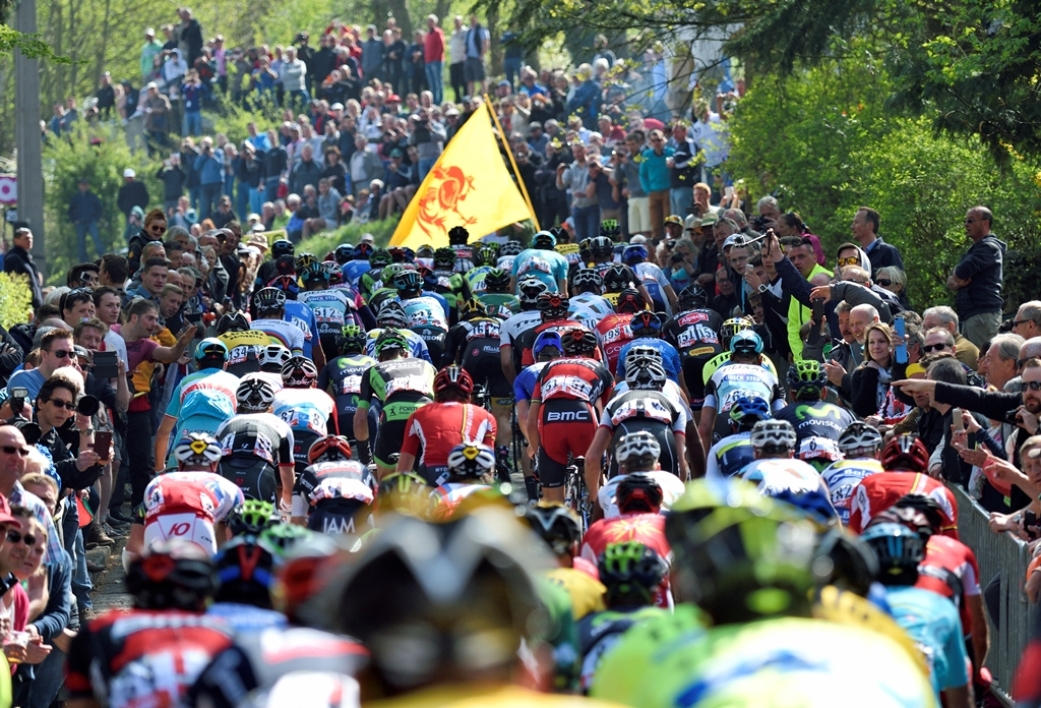 L'ascension du Mur de Huy pendant la Flèche Wallonne 2015