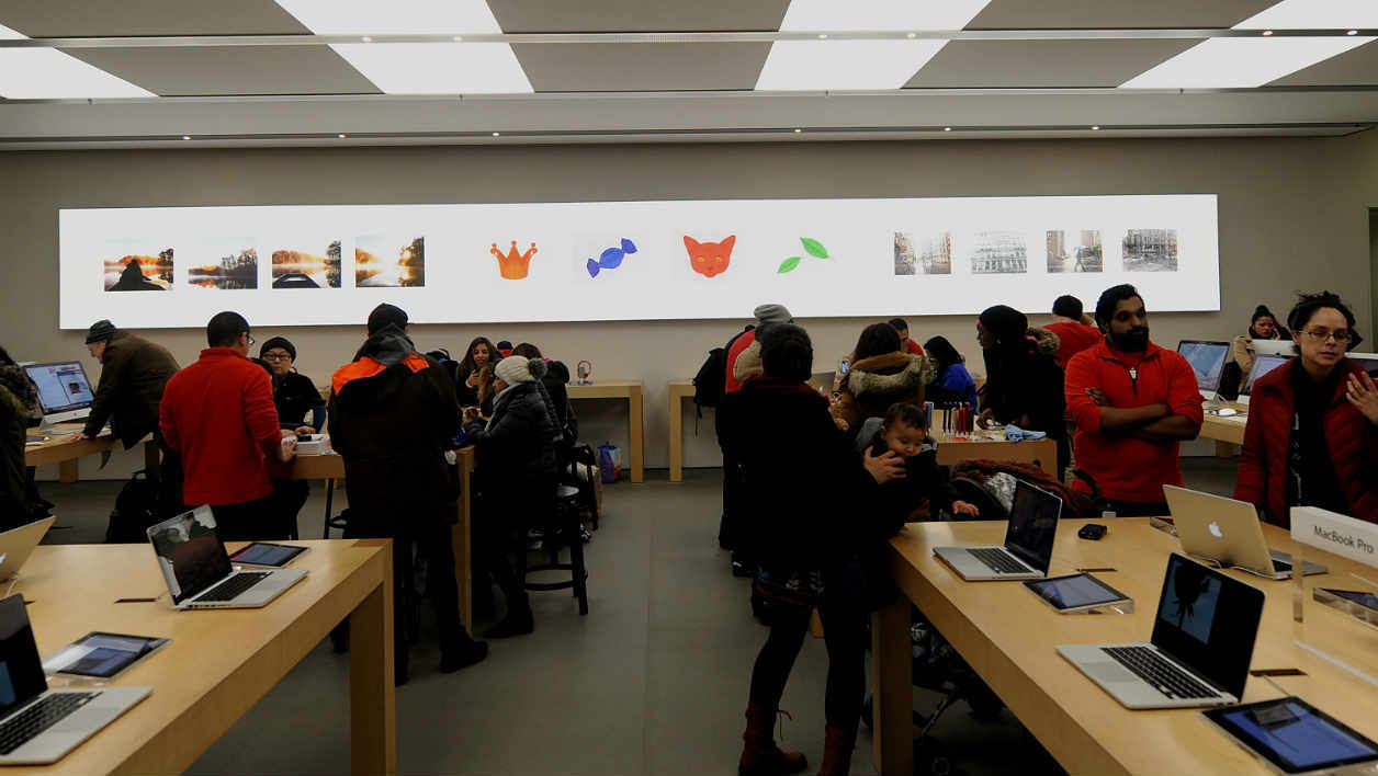 NEW YORK, NY - JANUARY 08: A general overview of the at Apple Store Soho on January 8, 2015 in New York City. Brad Barket/Getty Images/AFP