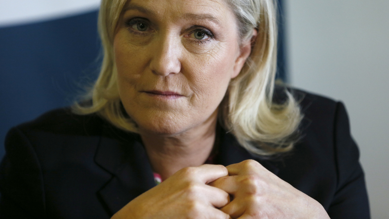 "French far right Front National (FN) party's president Marine Le Pen (L) gives a press conference to launch the ""croissance bleu marine"" collective on February 19, 2016, in Taverny.  PATRICK KOVARIK / AFP"