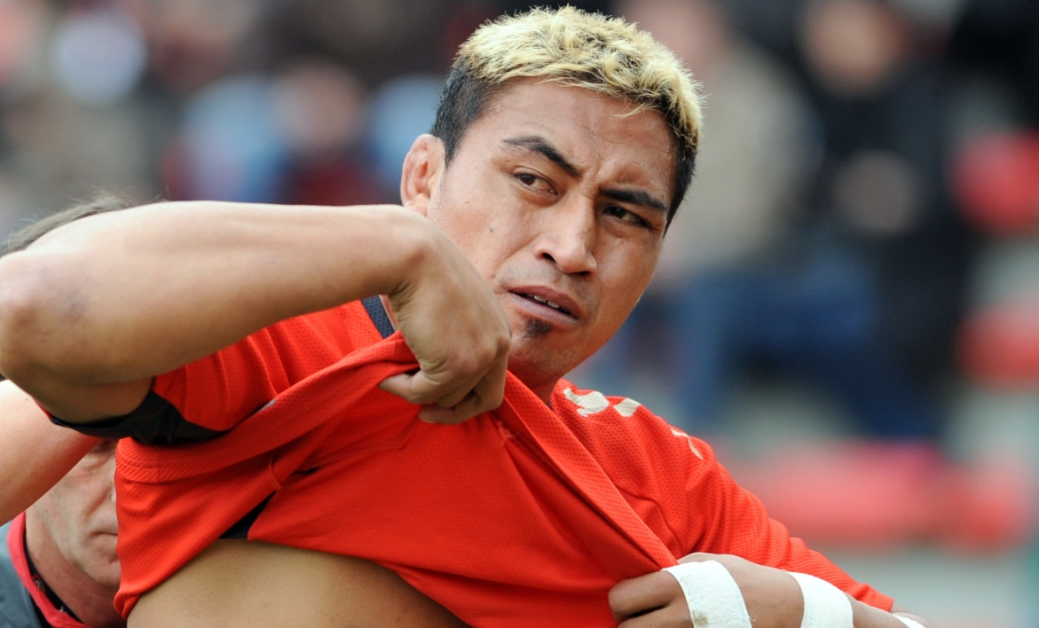 Jerry Collins : cinq All Blacks font un haka sur le lieu du drame
