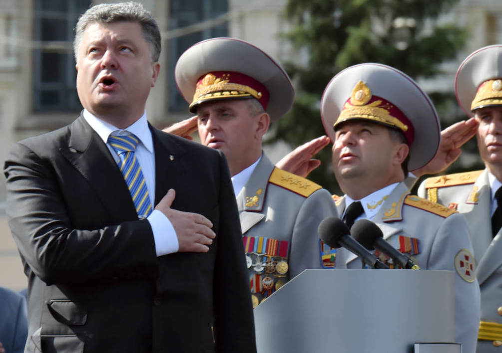 "Ukrainian President Petro Poroshenko and the supreme command staff sing the national anthem during a military parade marking the 23rd anniversary of Ukraine's independence in the center of Kiev on August 24, 2014. Ukraine's President Petro Poroshenko on Sunday decried Russian ""aggression"" as Kiev staged a symbolic Independence Day parade while battling pro-Moscow rebels in the east of the country. AFP PHOTO/ SERGEI SUPINSKY"