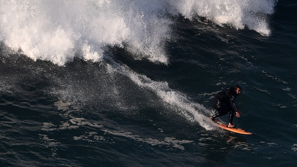 Le record de la plus grande vague jamais surfée battu au Portugal