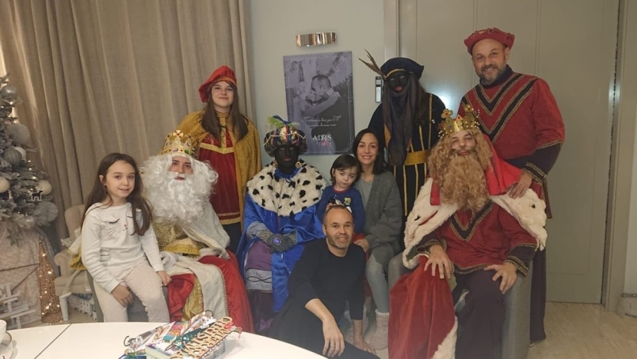 "Iniesta shares a photo with people ""in Blackface"", the canvas angry!"