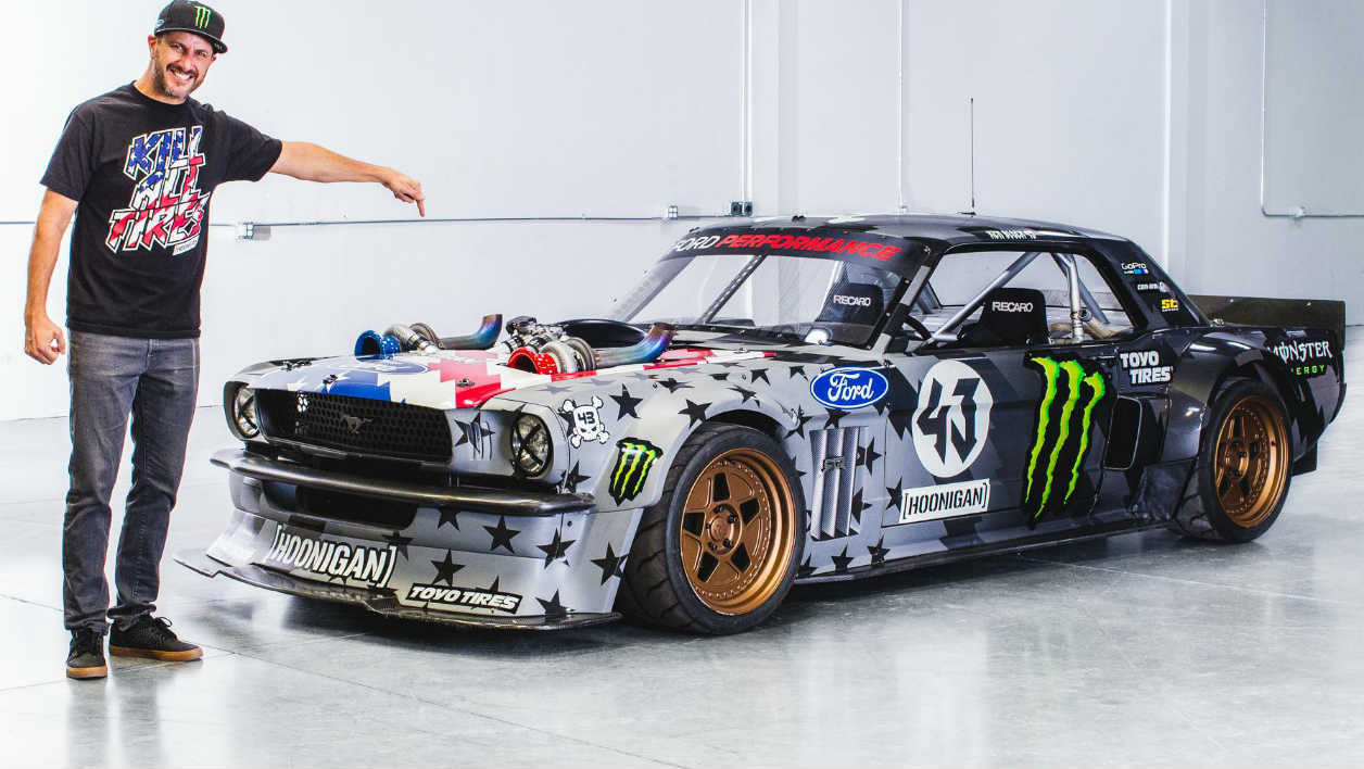 le pilote ken block grille des chamallows sur le v8 de sa mustang. Black Bedroom Furniture Sets. Home Design Ideas
