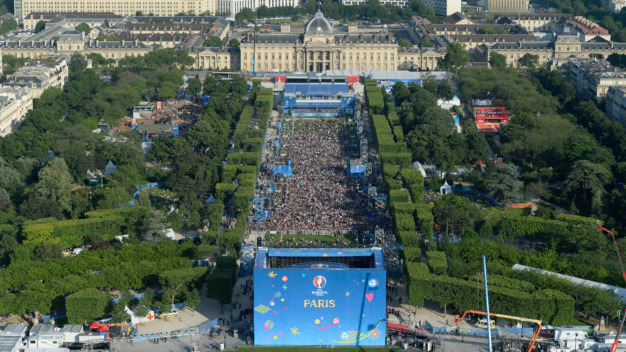 This picture taken from the Eiffel Tower on June 9, 2016 shows the Paris fan zone on the Champs de Mars during the opening of the Paris fan zone one day before the start of the Euro 2016 football championship, in Paris. AFP PHOTO / ALAIN JOCARD  ALAIN JOCARD / AFP