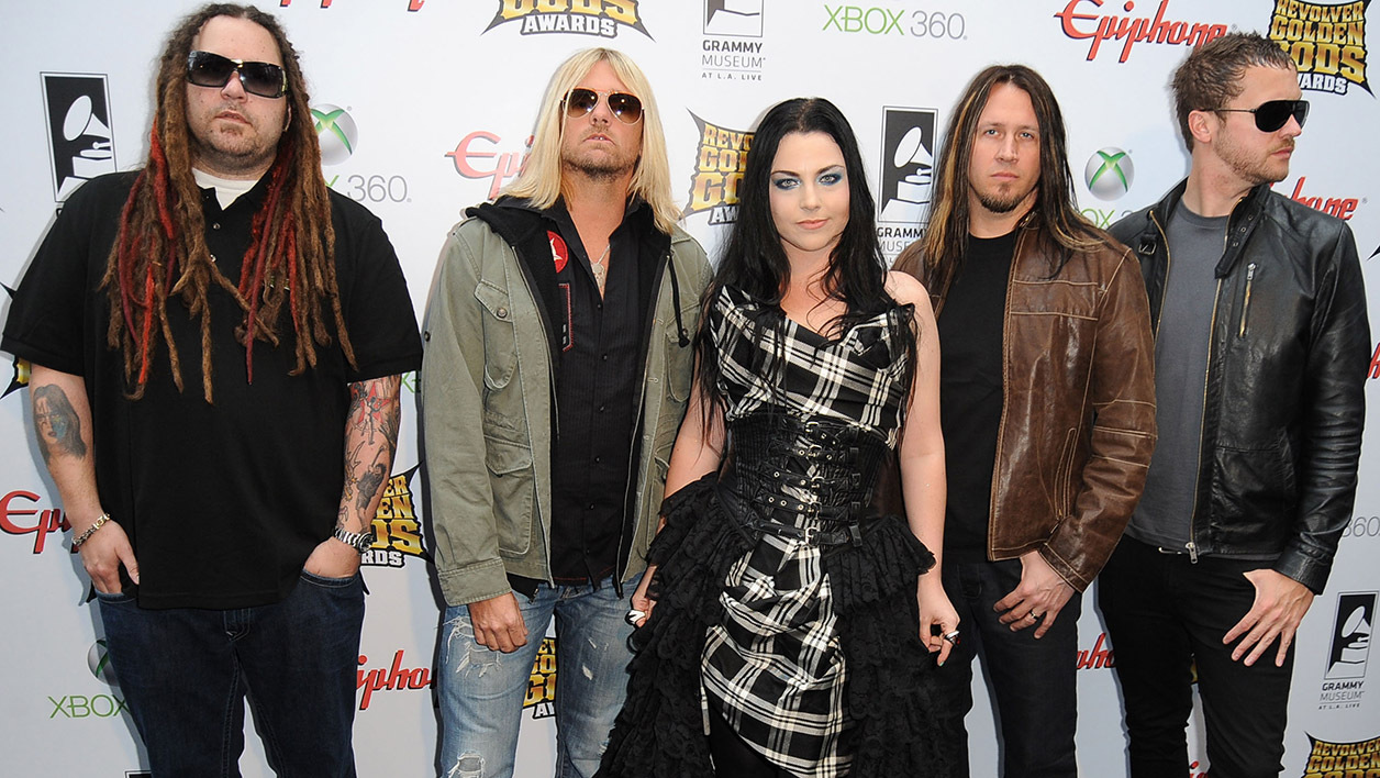 Le groupe Evanescence en avril 2012
