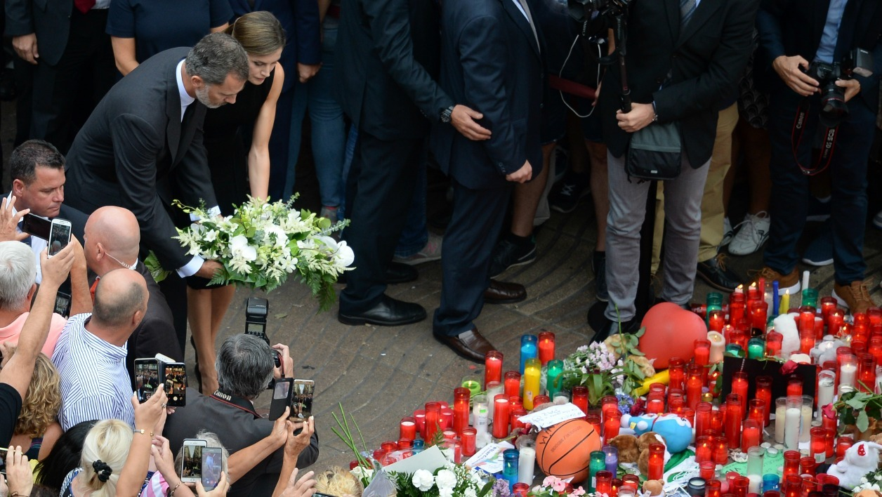 Spain's King Felipe VI (L) and Spain's Queen Letizia (2ndL) lay a wreath of flowers for the victims of the Barcelona attack on Las Ramblas boulevard, in Barcelona on August 19, 2017, two days after a van ploughed into the crowd, killing 13 persons and injuring over 100. Drivers have ploughed on August 17, 2017 into pedestrians in two quick-succession, separate attacks in Barcelona and another popular Spanish seaside city, leaving 14 people dead and injuring more than 100 others.