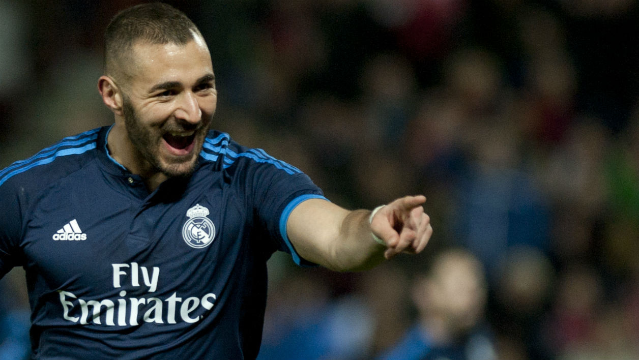 Karim Benzema célèbre un but lors d'un match du Real Madrid le 7 avril 2016
