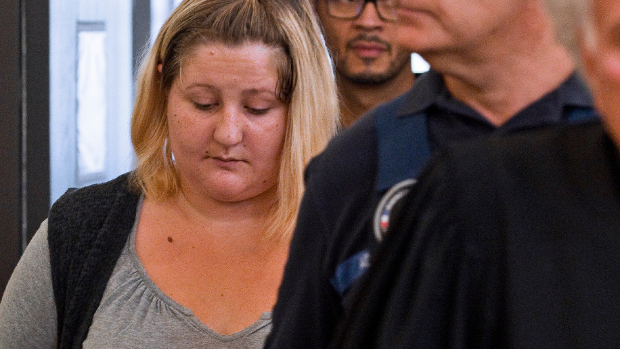 (FILES) This file photo taken on September 5, 2016 shows Cecile Bourgeon (L), mother of the late Fiona, arriving with her lawyer Gilles-Jean Portejoie (R) for the trial of Adel Souissi, who is accused of having raped Bourgeon, at the court of Riom, central France. The mother and mother's former partner of late Fiona, disappeared in May 2013 in Clermont-Ferrand, will appear before the criminal court in Puy-de-Dôme, on November 14, 2016. Thierry Zoccolan / AFP