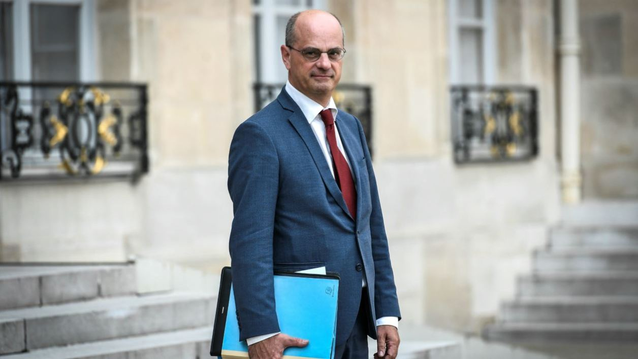 French Education Minister Jean-Michel Blanquer leaves after the council of ministers on August 31, 2018 at the Elysee Palace in Paris.  STEPHANE DE SAKUTIN / AFP