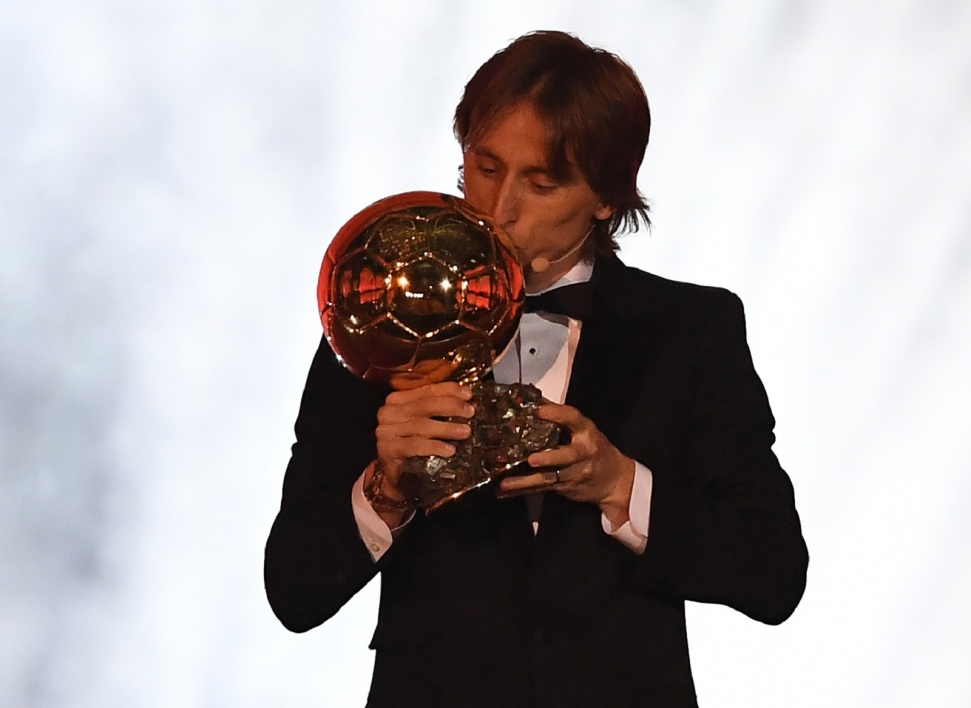 Modric embrasse Ballon d'or AFP.jpg