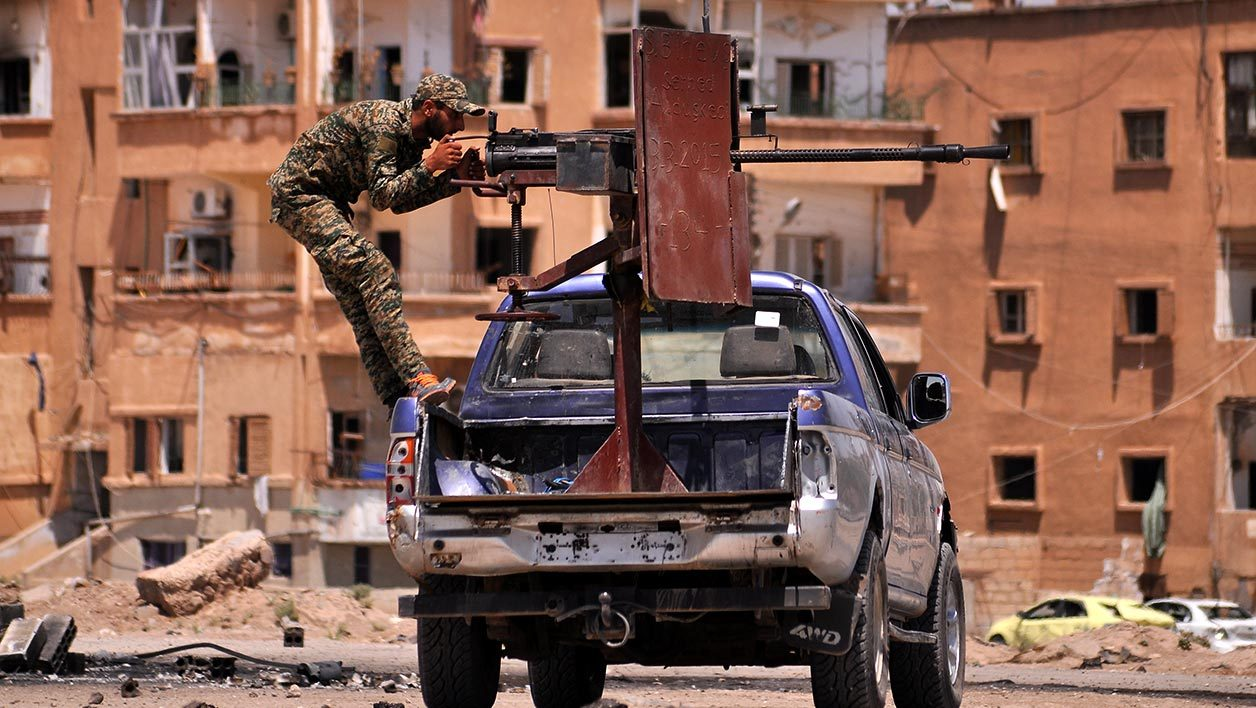 A member of the Kurdish People's Protection Units (YPG) mans a mounted machine gun in the Al-Nashwa neighbourhood in the northeastern Syrian province of Hasakeh on July 26, 2015. Syrian government troops and Kurdish forces advanced against Islamic State group fighters in the northeastern city of Hasakeh, the Syrian Observatory for Human Rights and state media said. AFP PHOTO / DELIL SOULEIMAN