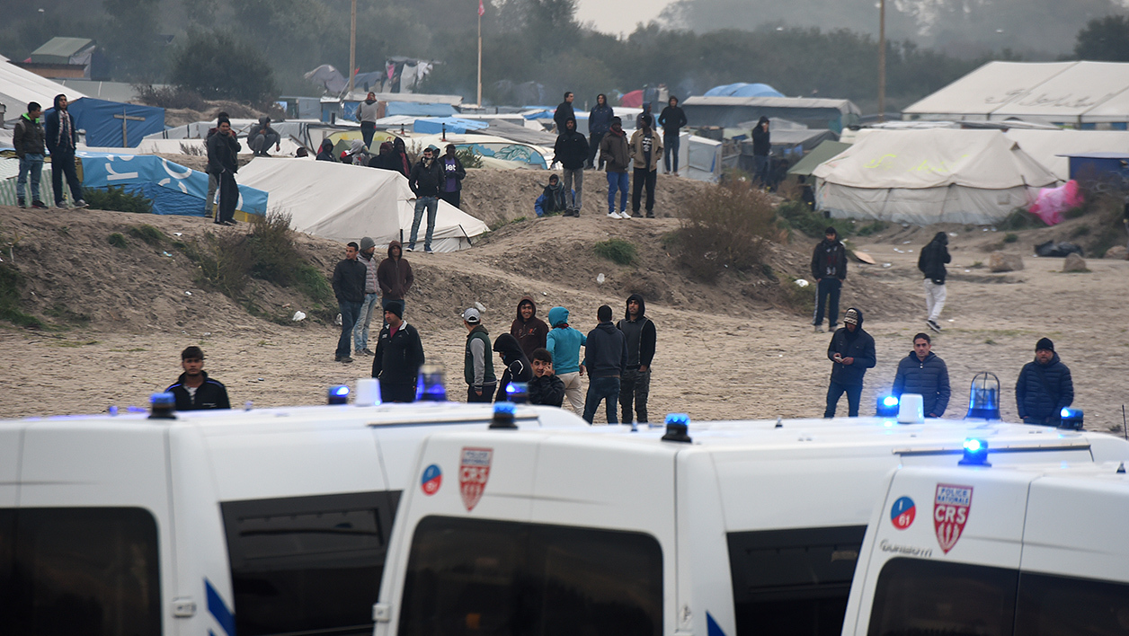 Des migrants à Calais, le 23 octobre 2016.