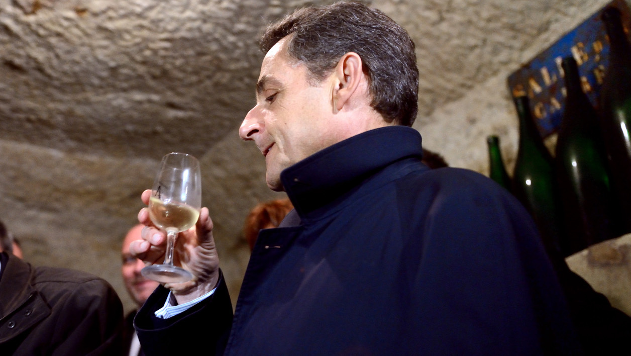 France's incumbent President and UMP ruling party's candidate for the 2012 presidential election, Nicolas Sarkozy (R), tastes a glass of white wine of Vouvray in a cellar on April 23, 2012, in Vouvray as part of a campaign visit for the 2012 French presidential election second round. Socialist challenger Francois Hollande won the first round of the French presidential vote on April 22, 2012, setting himself up for a May 6 run-off with right-wing incumbent Nicolas Sarkozy. AFP PHOTO POOL / ERIC FEFERBERG ERIC FEFERBERG / POOL / AFP