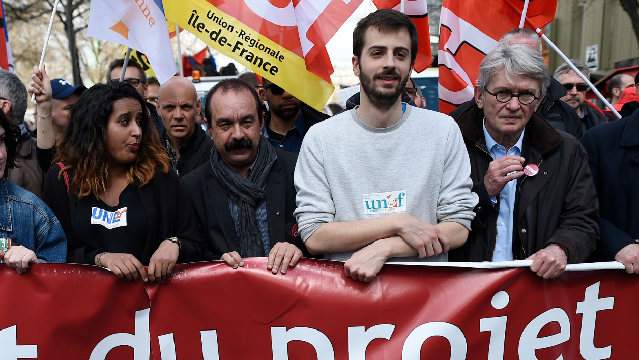 manifestation loi travail - Samia Moktar, member of the UNL union (3L), General Secretary of the French labour union CGT Philippe Martinez (C), National Union of Students of France (UNEF) President William Martinet (3R) Leader of Force Ouvriere (FO) and union Jean-Claude Mailly (2R) hold a banner during a demonstration against the government's planned labour reform on April 5, 2016 in Paris. The Socialist government is desperate to push through reforms to France's controversial labour laws, billed as a last-gasp attempt to boost the flailing economy before next year's presidential election. AFP PHOTO / LIONEL BONAVENTURE  LIONEL BONAVENTURE / AFP