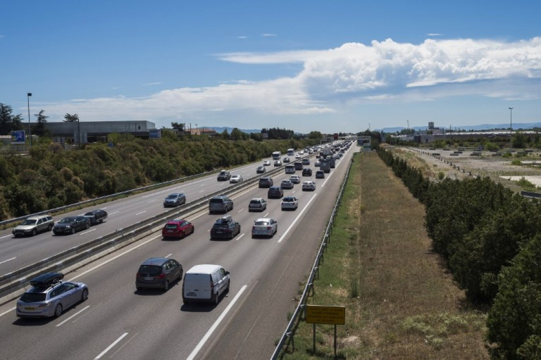 Motorists drive southbound (C) and northbound (L) on the A7 highway near Valence, southeastern France, on July 29, 2017 during a busy traffic weekend of the annual summer holidays.  ROMAIN LAFABREGUE / AFP
