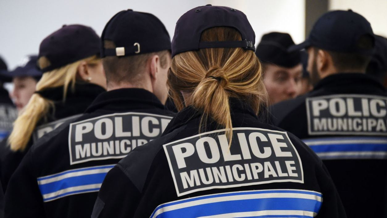 Officers of the Police Municipale (Municipal Police) of Marseille listen to the mayor's New Year address during a ceremony at the City Hall on January 30, 2015 in Marseille, southern France. AFP PHOTO / ANNE-CHRISTINE POUJOULAT ANNE-CHRISTINE POUJOULAT / AFP