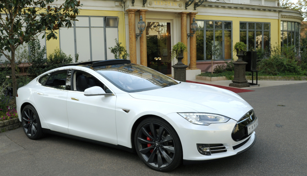 voiture lectrique en france tesla grimpe mais la zo reste en t te. Black Bedroom Furniture Sets. Home Design Ideas