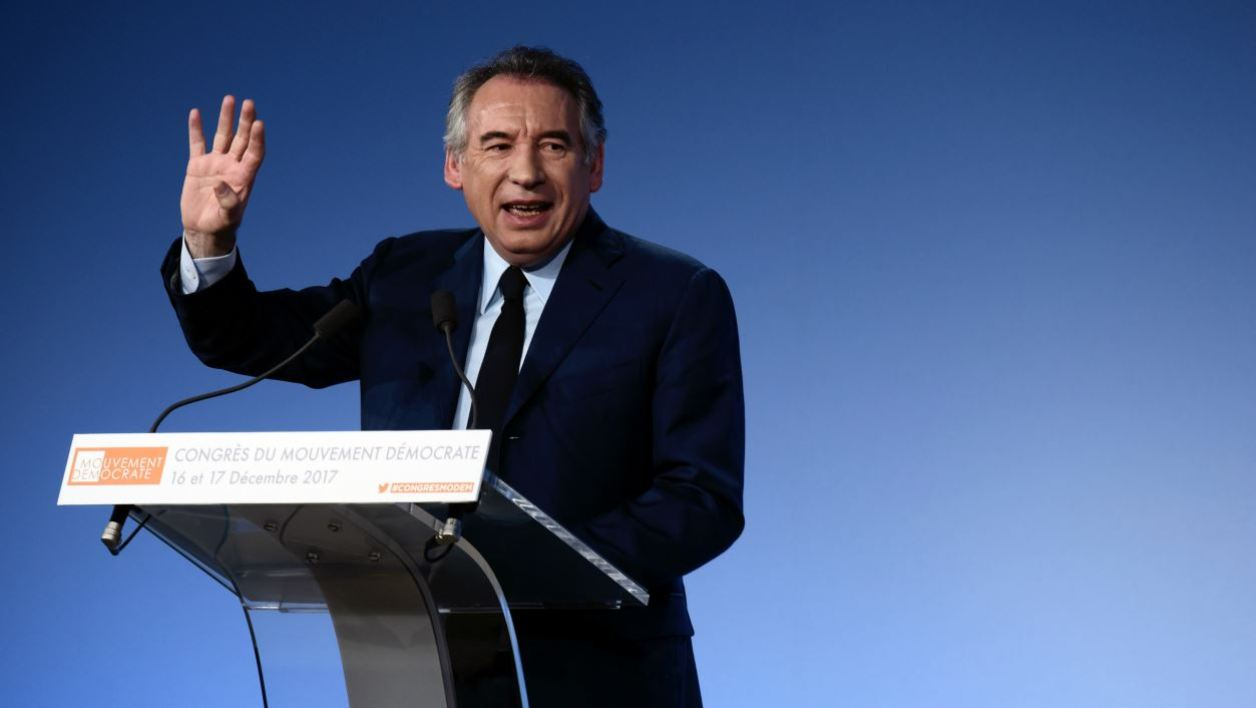 Head of the MoDem centrist party Francois Bayrou delivers a speech during the party's congress, on December 17, 2017 in Paris.  PHILIPPE LOPEZ / AFP