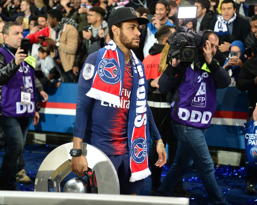 Neymar trophée champion France PSG ICON SPORT.jpg