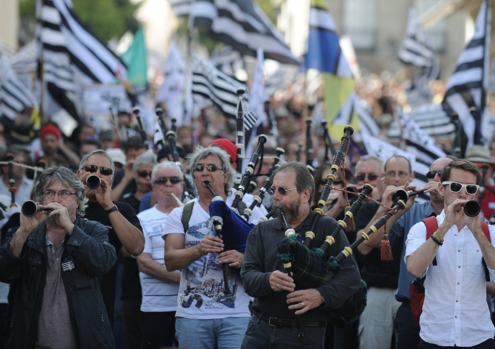 FRANCE, Nantes : People demonstrate for the reunification of the Loire-Atlantique department to the region of Brittany on September 27, 2014. For the third time since April, supporters of a reunification of Brittany demonstrate on September 27 in Nantes, mobilizing massively as debates on territorial reform launched by the government are to resume. French President Francois Hollande proposed on June 3, 2014 that the number of French mainland regions could be reduced from 22 to 13 in order to cut public expenditure. If the project is adopted by Parliament, Loire-Atlantique would not merge with Brittany. AFP PHOTO / JEAN-SEBASTIEN EVRARD