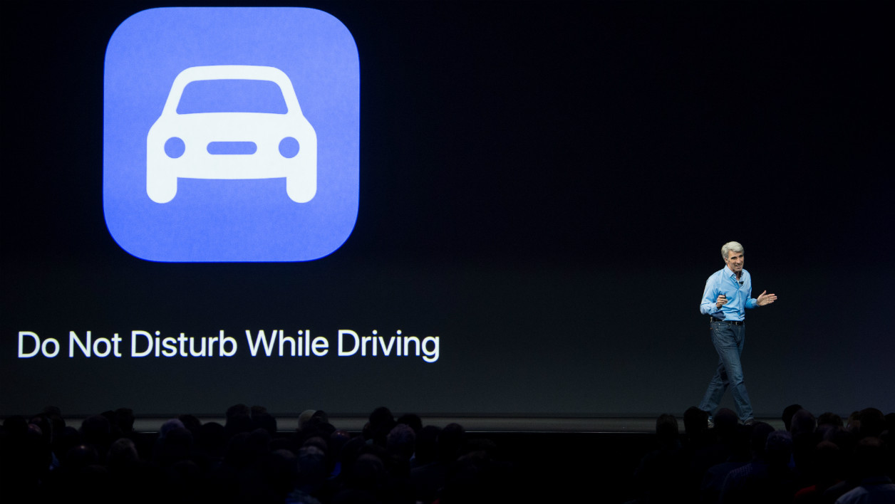 "Avec ""Do not disturb while driving"", Apple veut limiter le fonctionnement du smartphone afin de ne pas distraire le conducteur."