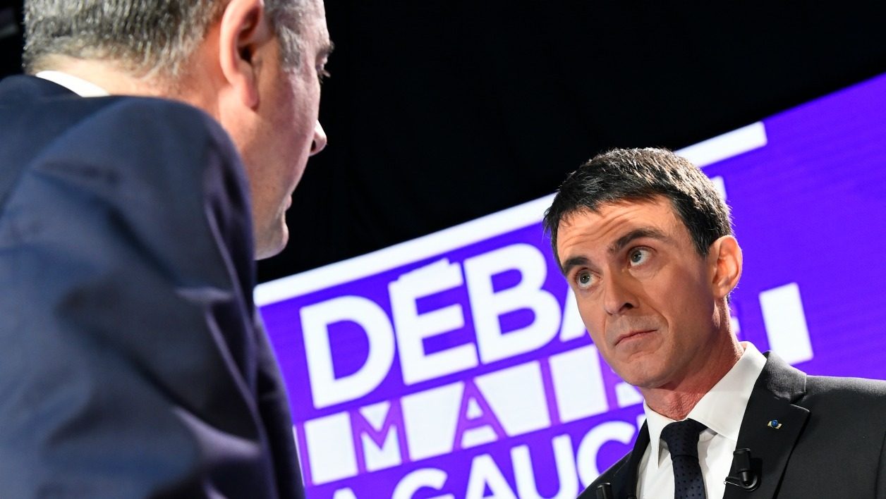 Former Prime minister and candidate for the French left's presidential primaries ahead of the 2017 presidential election, Manuel Valls takes part in the second televised debate, on January 15, 2017 in Paris, one week ahead of the vote's first round.  bertrand GUAY / AFP