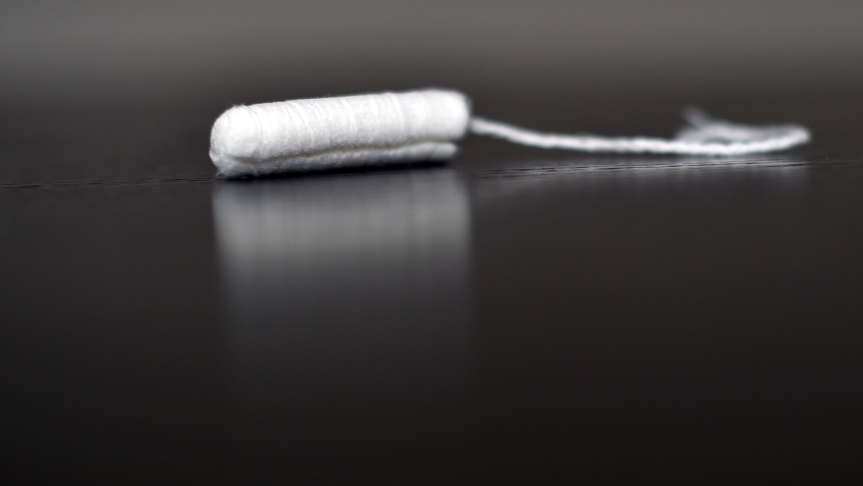 """A picture taken in Nantes on February 24, 2016 shows a tampon. Residual amounts of potentially toxic substances were found in sanitary pads and tampons, French consumer rights group """"60 Millions de Consommateurs"""" announced, urging the government to impose stricter control on the products. LOIC VENANCE / AFP"""
