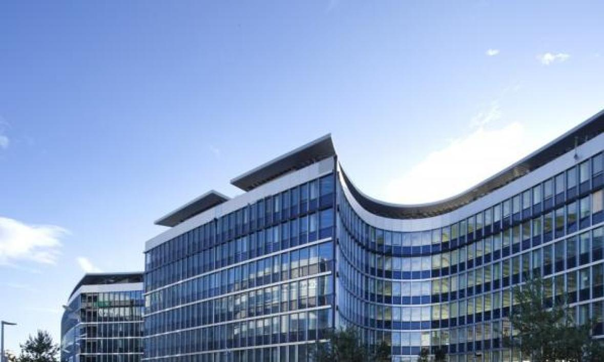 Unilever s 39 installe dans le plus grand b timent nergie for Architecte batiment de france