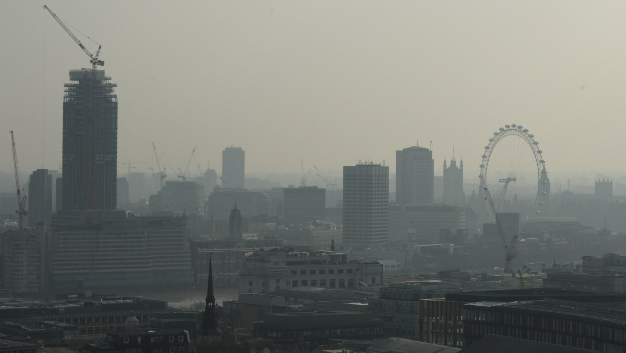 Le centre de Londres dans un brouillard de pollution, en avril 2015.