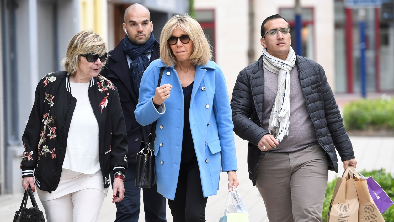 """Brigitte Trogneux (C) wife of French presidential election candidate for the En Marche ! movement Emmanuel Macron speaks with French journalist and Macron's advisor Michele """"Mimi"""" Marchand (L) as they walk in the streets of Le Touquet, on April 22, 2017, on the eve of the first round of presidential election. France is on edge on the eve of its most unpredictable presidential election in decades, which will happen under heightened security after the jihadist killing of a policeman. Eric FEFERBERG / AFP"""