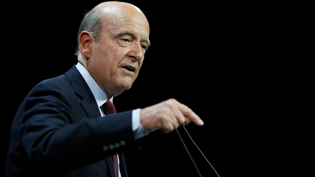 Bordeaux's mayor and right-wing Les Republicains (LR) party's candidate for the right-wing primary ahead of the 2017 presidential election, Alain Juppe delivers a speech during a campaign meeting in Paris on November 14, 2016.  Thomas SAMSON / AFP