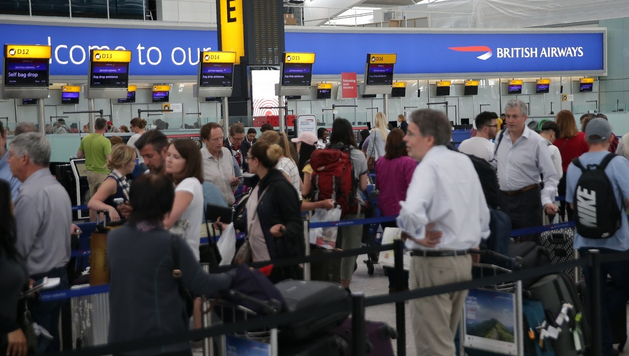 British Airways a annulé ou retardé lundi 29 mai 2017  des vols au départ de l'aéroport d'Heathrow, subissant pour le troisième jour consécutif les conséquences d'une panne informatique majeure.