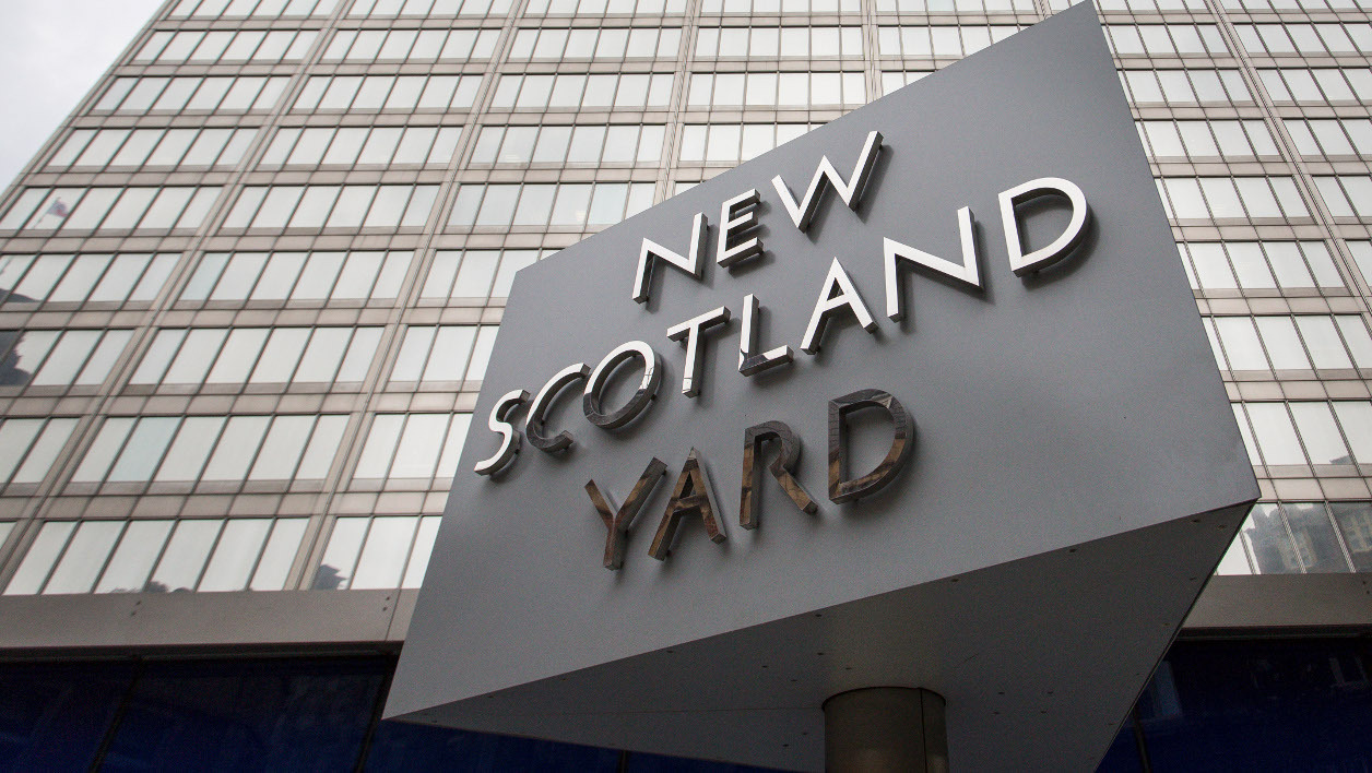 "Le ""Nouveau Scotland Yard"". (illustration)"