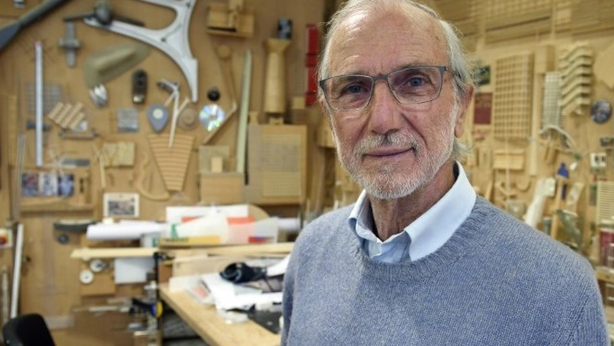 Italian architect Renzo Piano, who designed the new Palais de Justice (courthouse) of Paris, poses at his workshop in Paris on May 7, 2015. AFP PHOTO / ERIC FEFERBERG  ERIC FEFERBERG / AFP