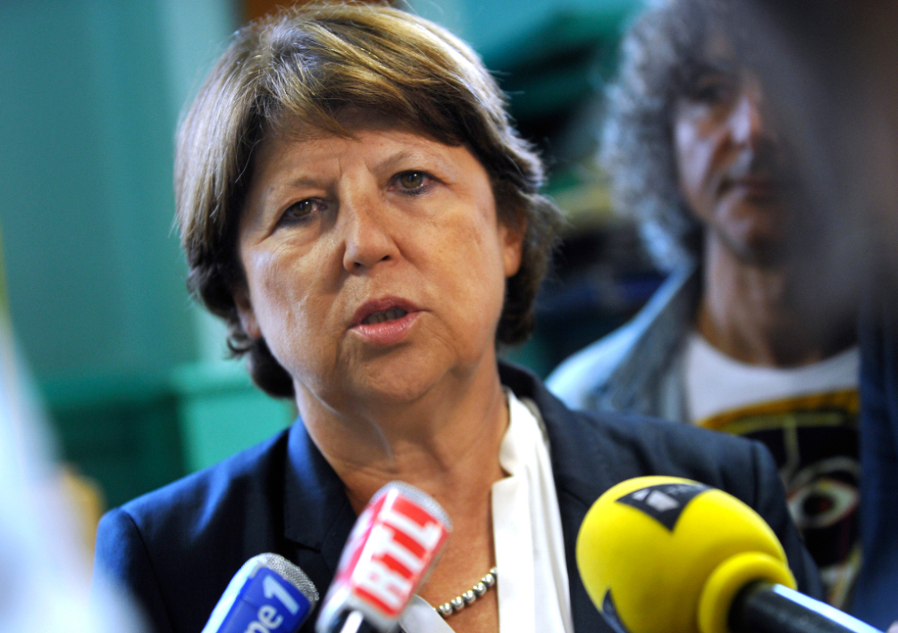 FRANCE, Lille : Lille's mayor Martine Aubry speaks to the press at the Jean Bart school on September 2, 2014 in Lille at the start of the school year. AFP PHOTO / FRANCOIS LO PRESTI
