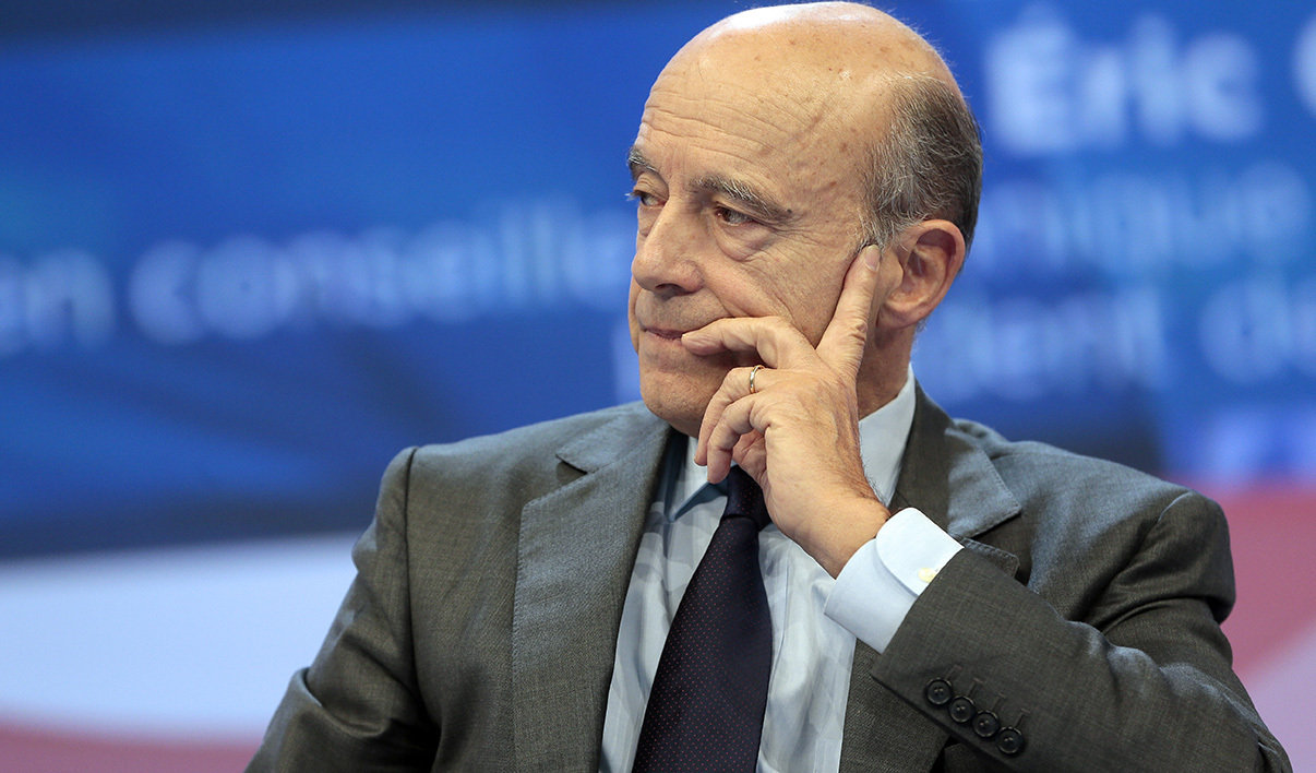 Bordeaux's mayor Alain Juppe attends the 96th French Mayors congress in Paris on November 20, 2013