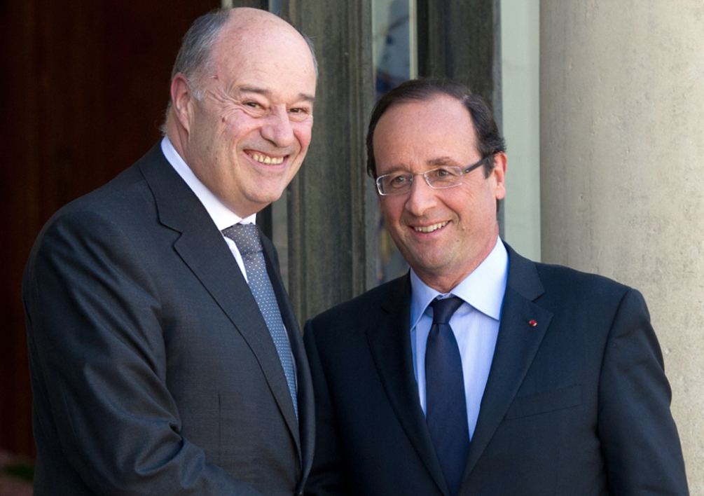 FRANCE, Paris : French president Francois Hollande (R) accompagnies French Parti radical de Gauche's President Jean-Michel Baylet (L) after a meeting focused on the G20 summit in Mexico, at the Elysee presidential palace in Paris on June 8, 2012. AFP PHOTO / BERTRAND LANGLOIS