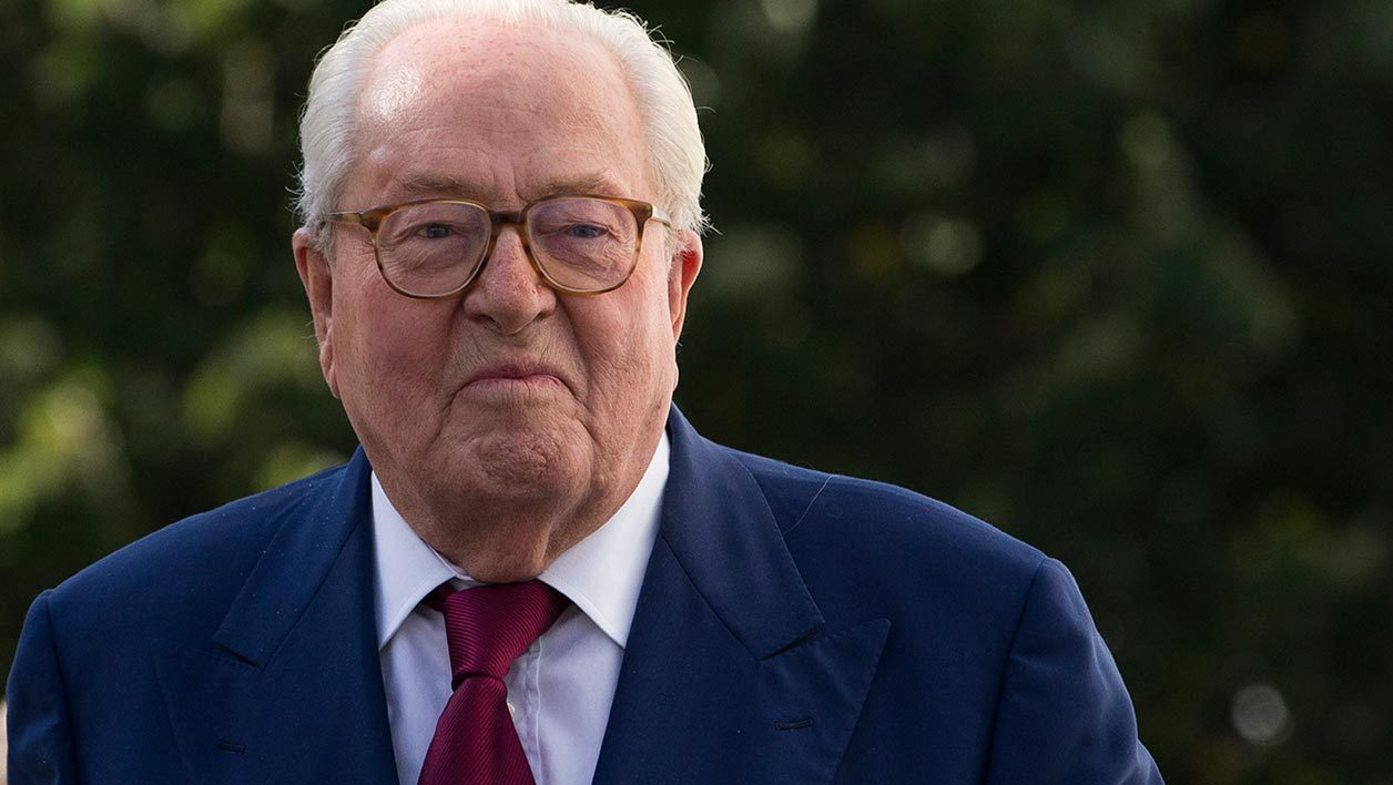 France's far-right National Front (FN) party honorary president Jean-Marie Le Pen leaves the party's headquarters in Nanterre, near Paris, on August 20, 2015. Jean-Marie Le Pen, France's elderly, far-right master provocateur, was booted out of the National Front (FN) he founded on August 20 after a high-profile feud with his daughter and party leader Marine. AFP PHOTO / KENZO TRIBOUILLARD