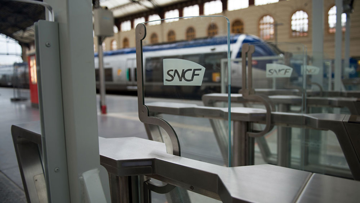 A picture taken on January 9, 2016 shows an electronic ticket checkpoint and access gate at the Saint-Charles train station in Marseille. French railway operator SNCF will start testing train access gates for a 3-month period in Marseille and Paris' Montparnasse railway stations, as part of measures to fight passengers' fraud. This new measure will start on January 11 in Marseille.