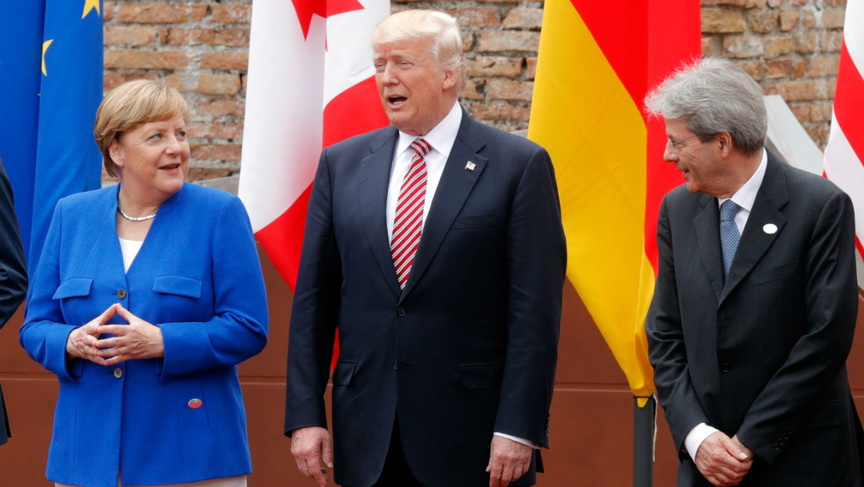 (L-R) German Chancellor Angela Merkel, US President Donald Trump and Italian Prime Minister Paolo Gentiloni pose for a family picture as they attend the Summit of the Heads of State and of Government of the G7, the group of most industrialized economies, plus the European Union, on May 26, 2017 at the ancient Greek Theater in Taormina, Sicily. PHILIPPE WOJAZER / POOL / AFP
