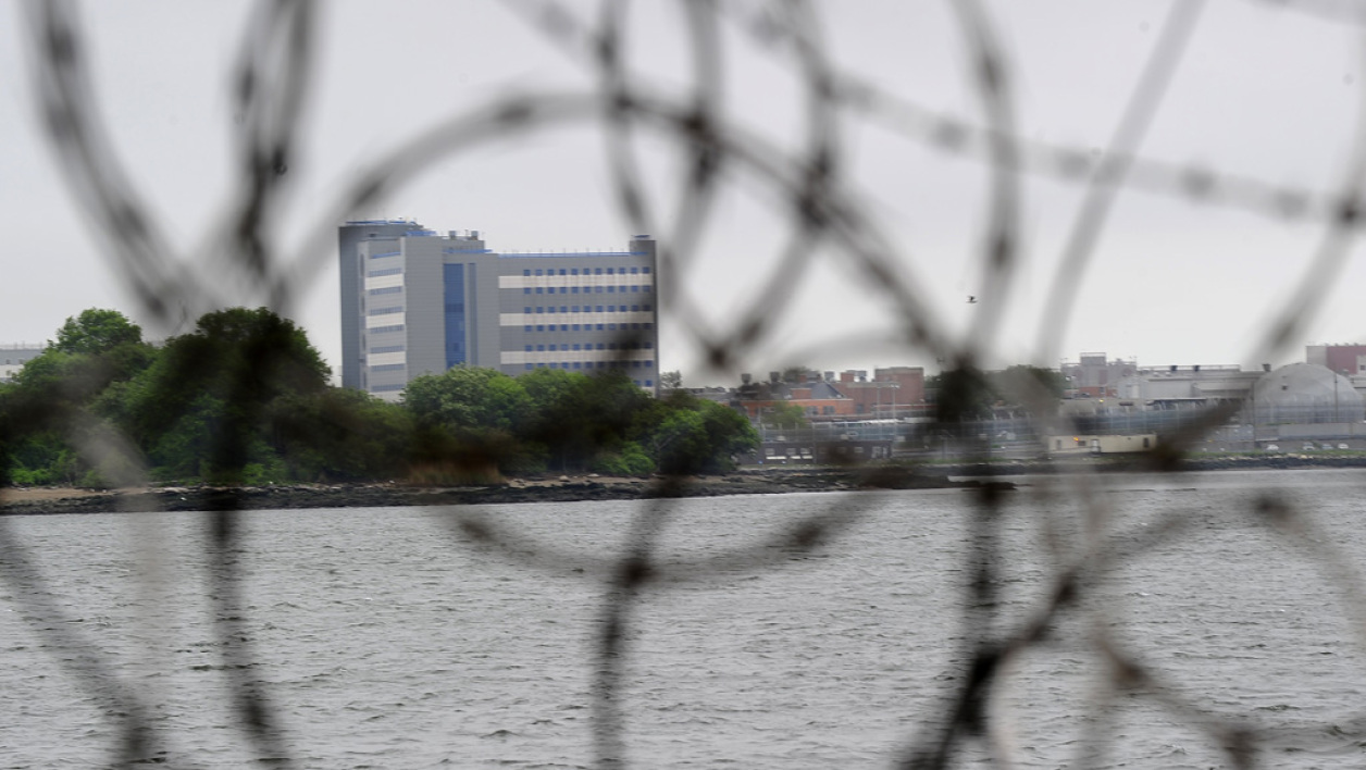 L'immense complexe pénitentiaire de Rikers Island, à côté de New York, aux Etats-Unis. (Photo d'illustration)