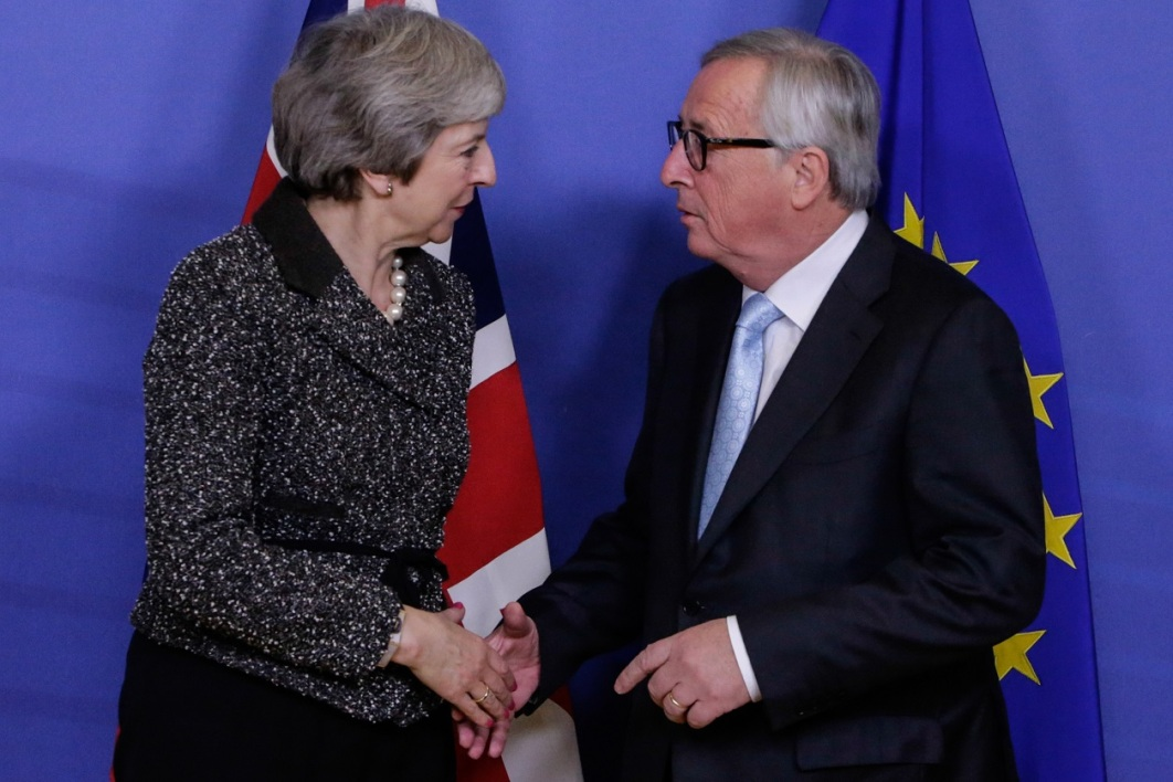 Theresa May et Jean-Claude Juncker.jpg