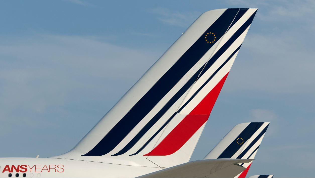 A picture taken on September 15, 2014 shows Air France planes at the Paris-Charles de Gaulle airport in Roissy, north of Paris. French flag carrier Air France said it would be forced to scrap half its flights on September 15 as pilots strike in protest at the company's plan to develop its low-cost subsidiary. AFP PHOTO / KENZO TRIBOUILLARD