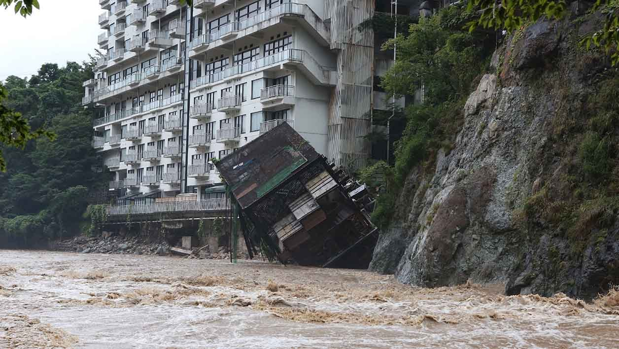 A hotel building falls into the floodwaters at Nikko mountain resort in Tochigi prefecture, north of Tokyo on September 10, 2015. Authorities in central Japan ordered tens of thousands to flee their homes after torrential rains flooded rivers and triggered landslides, with one person missing after a mudslide buried houses. The Japan Meteorological Agency issued special downpour warnings for Tochigi and Ibaraki prefectures, north of Tokyo, urging vigilance against mudslides and flooding. AFP PHOTO / JIJI PRESS JAPAN OUT
