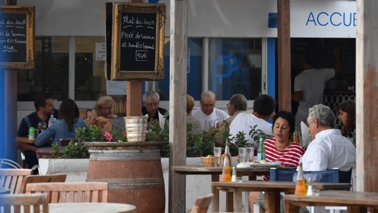 Des clients attablés dans un restaurant du sud-est de la France en 2017 (Photo d'illustration).