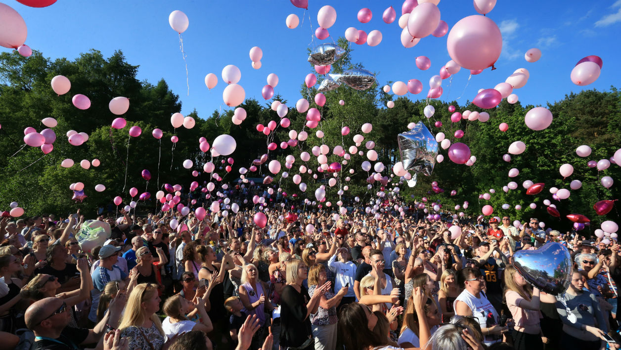 Well-wishers release thousands of balloons into the sky during a vigil to commemorate the victims of the May 22 attack on Manchester Arena at Tandle Hill Country Park in Royton, northwest England, on May 26, 2017. LINDSEY PARNABY / AFP