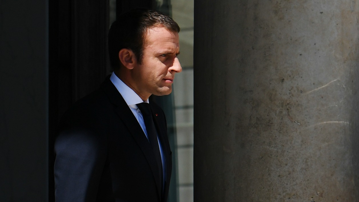 French President Emmanuel Macron waits for his Ukrainian counterpart before a meeting at the Elysee Palace in Paris on June 26, 2017.  ALAIN JOCARD / AFP