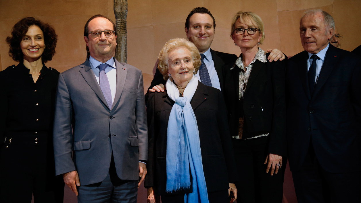 "(From L-R) French Culture Minister Audrey Azoulay, President Francois Hollande, former first lady Bernadette Chirac, her grandson Martin Rey-Chirac and daughter Claude Chirac, and French businessman Francois Pinault, pose during the inauguration ceremony of the exhibition ""Jacques Chirac ou le dialogue des cultures"" at the Musee du quai Branly in Paris on June 20, 2016. This major exhibition is devoted to former French President Chirac, Quai Branly Museum founder, who was passionate about non-European arts and different civilizations.  JACKY NAEGELEN / POOL / AFP"